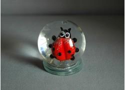 Snow globe 60mm ladybug www.sklenenevyrobky.cz