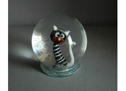 Snowing ball and black cat figurine www.sklenenevyrobky.cz