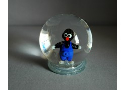 Sněžící koule a krteček v modrých kalhotách