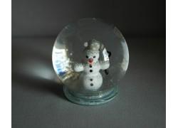 Snow globe and snowman www.sklenenevyrobky.cz