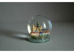 Snow globe and Prague Castle www.sklenenevyrobky.cz