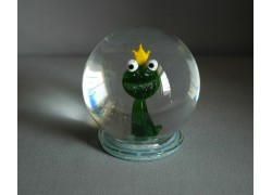 Snowball and frog with crown on head www.sklenenevyrobky.cz