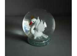 Snow globe and white swan www.sklenenevyrobky.cz