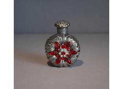Skleněný flakon na parfém 22.