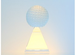 Golfový míček na pyramidě www.sklenenevyrobky.cz