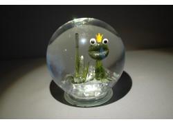 Snow globe and frog with crown www.sklenenevyrobky.cz