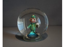 Snow globe and figurine soldier Svejka www.sklenenevyrobky.cz