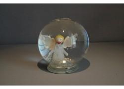 Snow globe and angel figurine in white www.sklenenevyrobky.cz