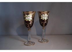 Sklenice na víno, 2 ks, zlacené a dekorované, rubínové barvy