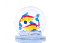 Snow globe Fish www.sklenenevyrobky.cz