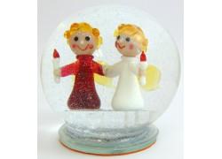 Snow globe with two angels www.sklenenevyrobky.cz