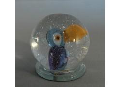 Sněžící koule a papoušek Tukan