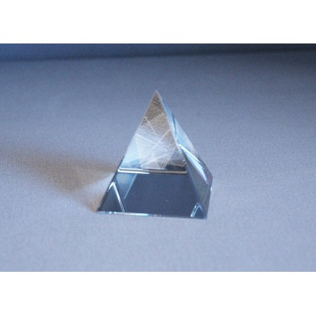 Pyramida křišťálová 50 mm čirá www.sklenenevyrobky.cz