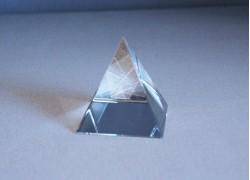 Pyramida ze skla 40 mm www.sklenenevyrobky.cz