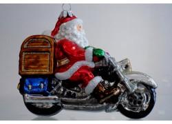 Vánoční ozdoba Santa Claus na motorce s truhlou a dárky 615 www.sklenenevyrobky.cz