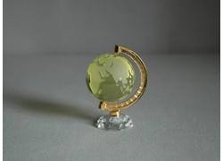 Globus z číreho skla v žltej farbe