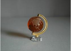 Globus z číreho skla v tmavo oranžovej farbe