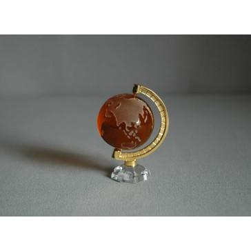 Globus z čirého skla v tmavě oranžové barvě www.sklenenevyrobky.cz
