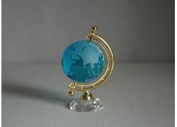 Globus ze skla v tyrkysově modré barvě