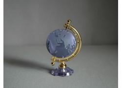 Globus zo skla v svetlej fialovej farbe