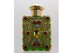 Skleněný flakon na parfém 9.