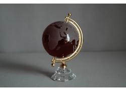 Globus zo skla, rubínová farba