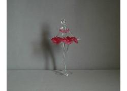 Figurka tanečnice-baleríny v červených šatech, čiré sklo