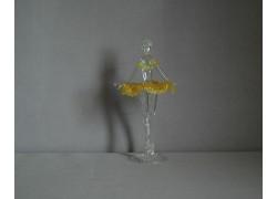 Figurka tanečnice-baleríny v žlutých šatech, čiré sklo