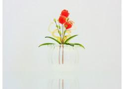 Květina v baňce jahůdka 9x6cm www.sklenenevyrobky.cz