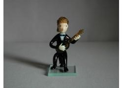 Figurine, musician playing guitar www.sklenenevyrobky.cz