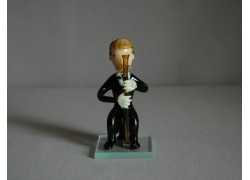 Figurine, musician playing the oboe www.sklenenevyrobky.cz