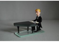 Figurine, musician playing piano www.sklenenevyrobky.cz