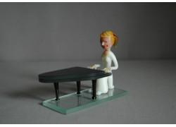 Figurine - Musician playing Piano www.sklenenevyrobky.cz