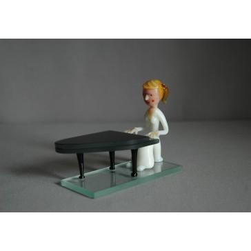 Figúrka - hudobník hrajúci na piano www.sklenenevyrobky.cz