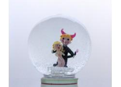 Sněžící koule čertík s andílkem 13 cm