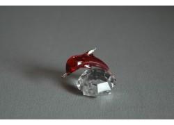 Delfín mini červená 3x3,5x4 cm