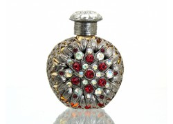 Sklenený flakón na parfum 51.