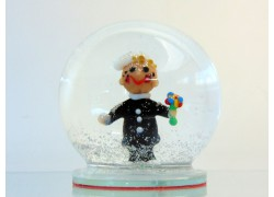 Sněžící koule 8cm - Kominík s bílou čepicí a zmrzlinou