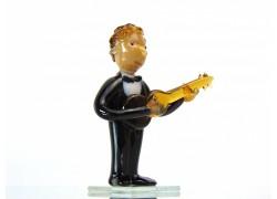 Figurine - musician playing guitar www.sklenenevyrobky.cz
