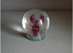 Sněžící koule a figurka ve znamení Raka