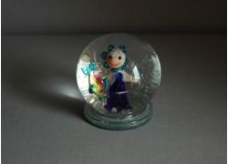 Snow globe and figurine in aquarium sign www.sklenenevyrobky.cz