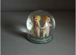 Snow globe and figurine sign Gemini www.sklenenevyrobky.cz